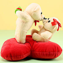 Kissing Teddy: Send Gifts to Bhiwadi