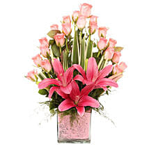 Pink Flowers Vase Arrangement: Mothers Day Gifts Mysore