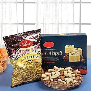 Smart Munch Hamper: Sweets & Dry Fruits for Eid