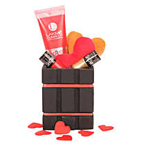 Special Cosmetic Hamper: Gift Hampers Delivery In Noida