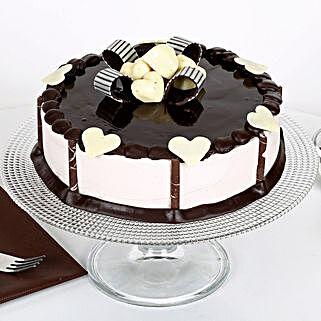 Stellar Chocolate Cake: Send Designer Cakes to Mumbai
