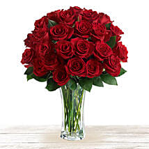 Majestic Red: Anniversary Flowers to Qatar
