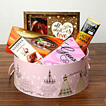 Luxurious Chocolates In Round Board Box: Valentine's Day Chocolate Delivery in UAE