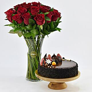 Pure Romantics: Valentine Flowers and Cakes to UAE